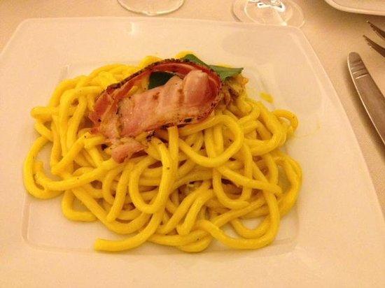Borgo Antico: pici allo zafferano con crema di gorgonzola e pancetta