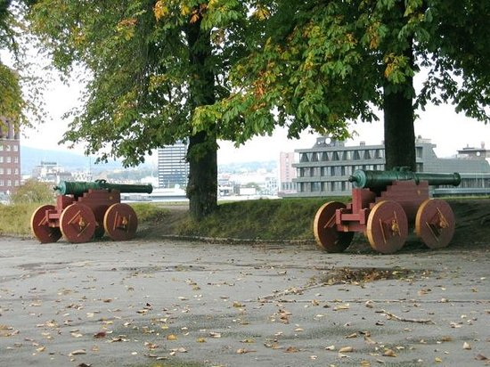 Festung Akershus: Canons protect the harbour area