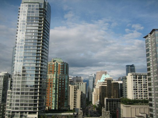 Century Plaza Hotel & Spa: View from balcony down Burrard Street