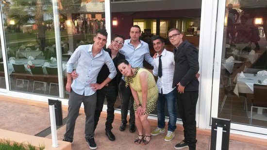 Apartamentos Roc Cala d'en Blanes Beach Club: Fantastico gruppo.....bravissimi molto bravi e simpatici...senza essere invaddnti...ne manca una
