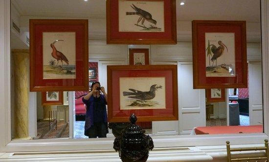 Grand Hotel de l'Opera: великолепные гравюры в холе