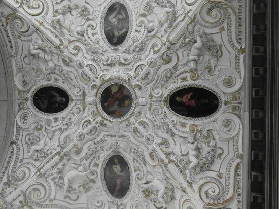 Basilica dei Santi Giovanni e Paolo (San Zanipolo): Fregi di una cappella laterale