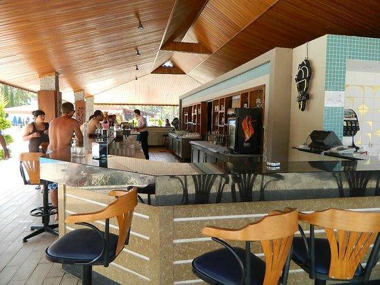 Kustur Club Holiday Village : bar pisicne