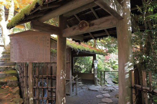 Jakkoin: 孤雲への茅葺門