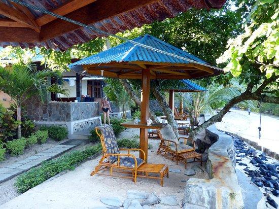 Bunaken Beach Resort : Beachbungalows mit Aussenbereich