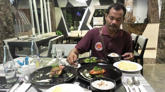 Hotel Neo Kuta Jelantik : I just love the sweet sour chicken and bebek dishes