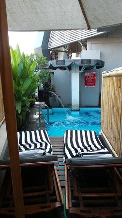 Hotel Neo Kuta Jelantik : Swimming Pool