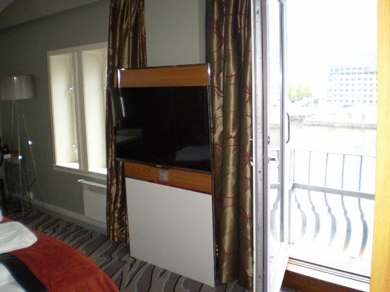 Clarion Hotel Admiral: Room 522 giant TV and terrace doors