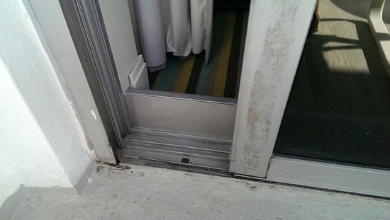Loews Miami Beach Hotel: Clean??