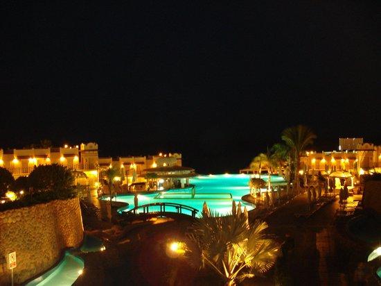 Concorde El Salam Front Hotel: вид на бассейн из ресторана Лагуна