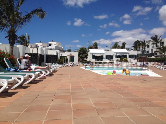 Costa Sal Villas and Suites: More of the botton pool.