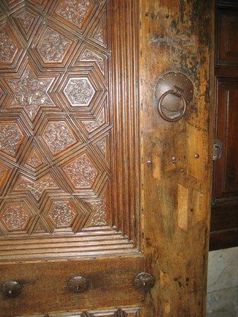 The Great Mosque: carved wooden door