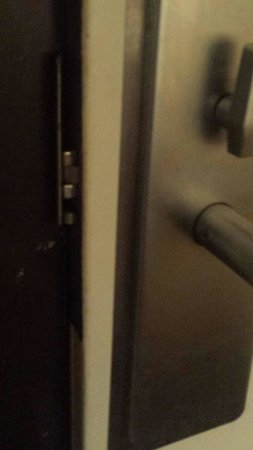 Quality Inn Morehead City: Door in room 128 did not latch without being forced closed!