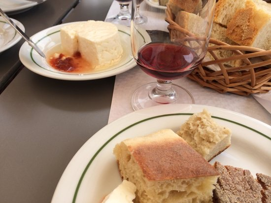 Azorean Tours: Local cheese, breads and wine