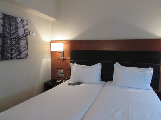 AC Hotel Carlton Madrid : Cama