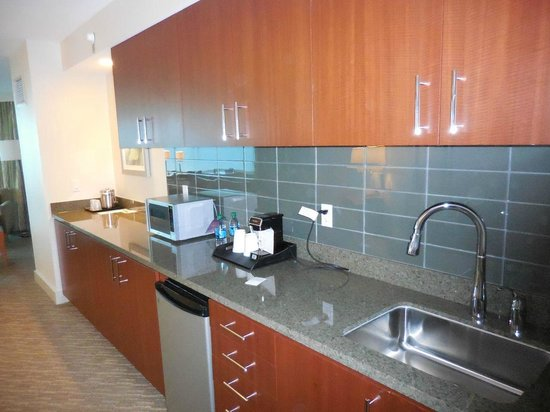 The Westin Houston Memorial City: Kitchen of suite