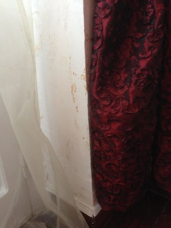 Magna Grecia Boutique Hotel : Stained wall