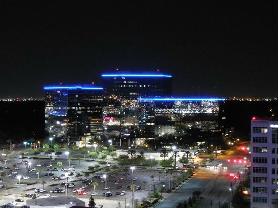 The Westin Houston Memorial City : Night view from balcony