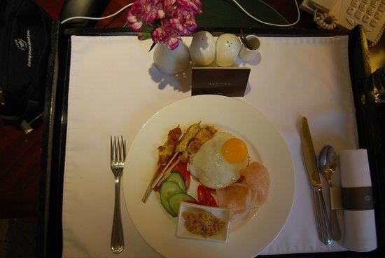 Sofitel Shanghai Hyland : A quick room service breakfast
