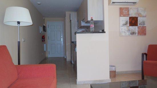Alanda Club Marbella: Apartment entrance way