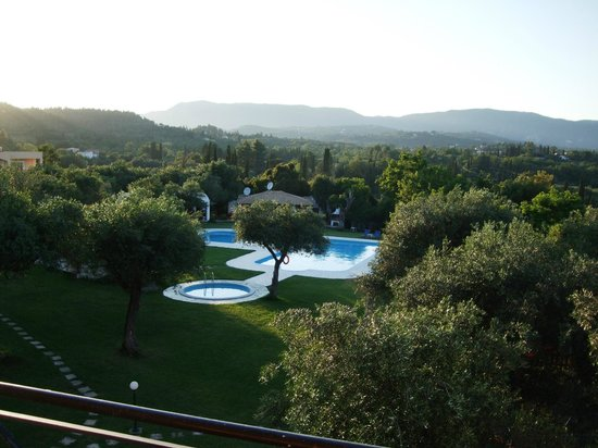 Saint Nicholas Hotel: View on garden and pool from the room's balcony