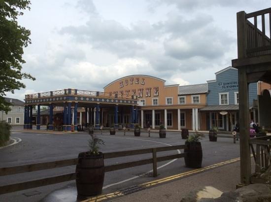 Disney's Hotel Cheyenne: the entrance