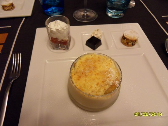 Ristorante La Marinella: Wonderful Tiramasu Dessert with Lemon