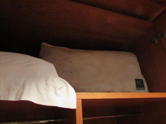 AC Hotel Carlton Madrid: Almohadas