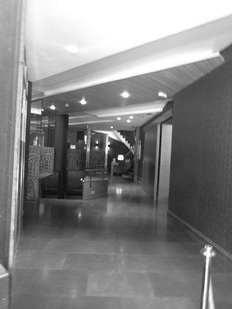 AC Hotel Carlton Madrid: Pasillo del hotel