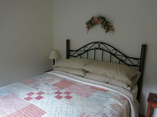 Sunrise Landing Bed and Breakfast : Rose Room Suite