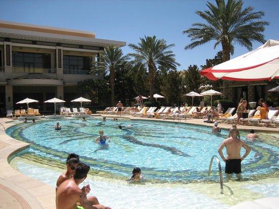 Encore At Wynn  Las Vegas: Beautiful pool at Encore