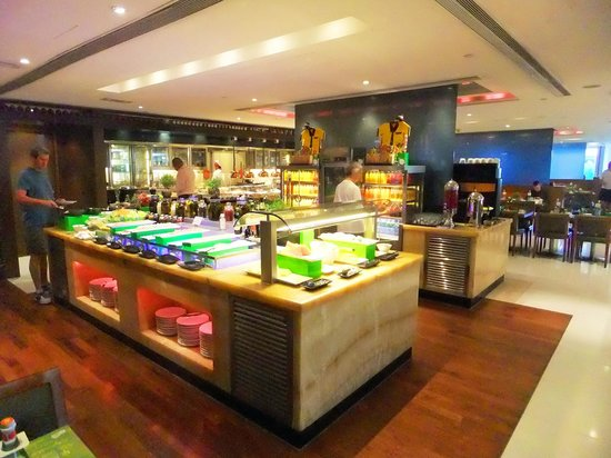 Holiday Inn Golden Mile Hong Kong: Holiday Inn breakfast – immense choice
