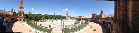 Parc de María Luisa : La plaza de España con el parque la fondo