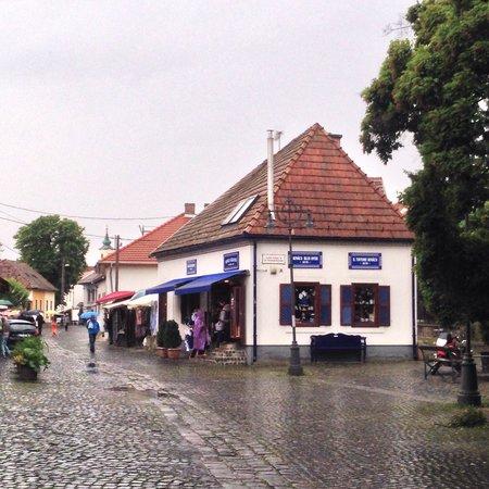 Main Square (Fo tér): Artist village