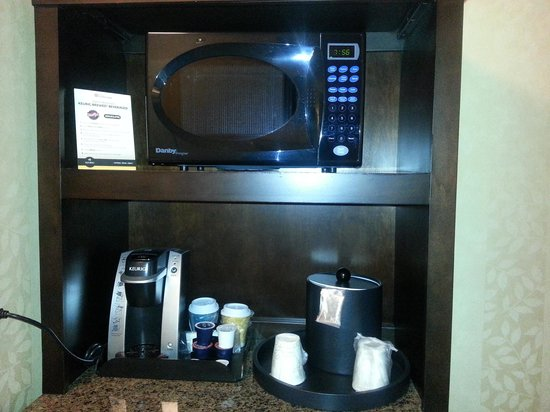 Hilton Garden Inn Toronto Downtown : coffee maker in room