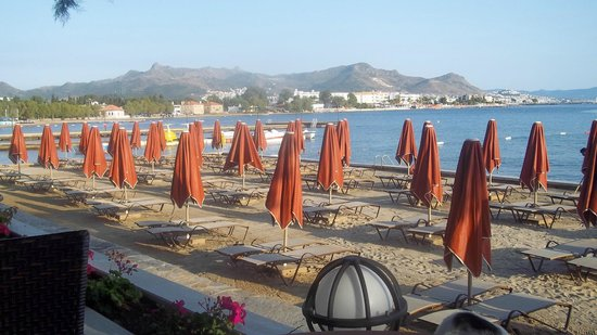 Kadikale Resort : Beach area view towards town