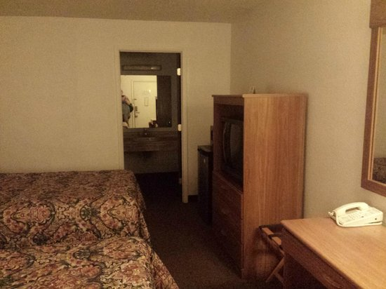 Super 8 Newcomerstown : Room