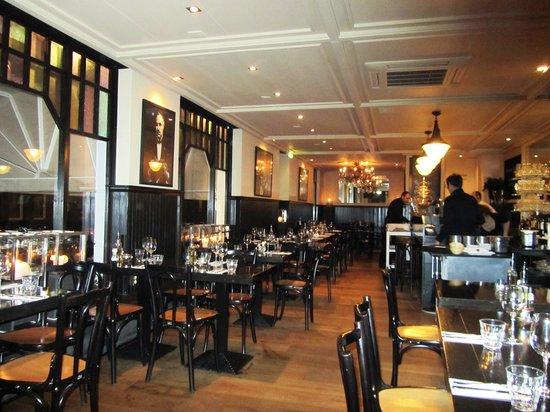 Sardegna: Столики в ресторане