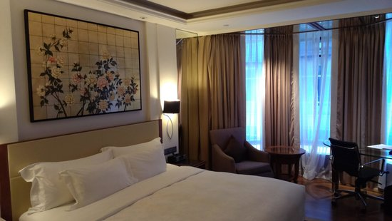 The Langham, Hong Kong: Room on the 6th floor