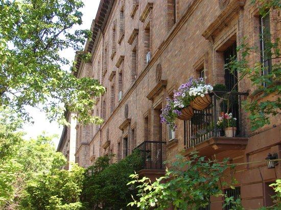 Harlem Renaissance House B&B: Flower Baskets on 139th Street, Harlem