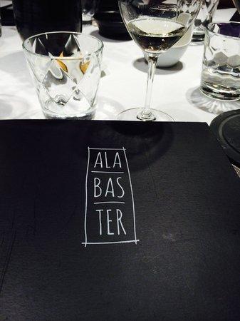 Restaurante Alabaster: carta y mesa