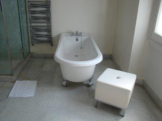 Relais Villa Antea : Large Tub