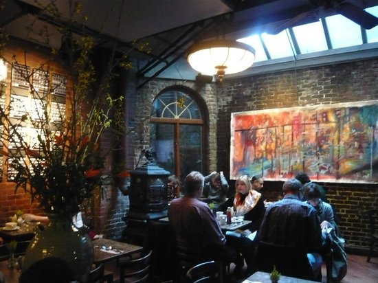 Le fond du restaurant - Picture of Cupping Room Cafe, New York City ...