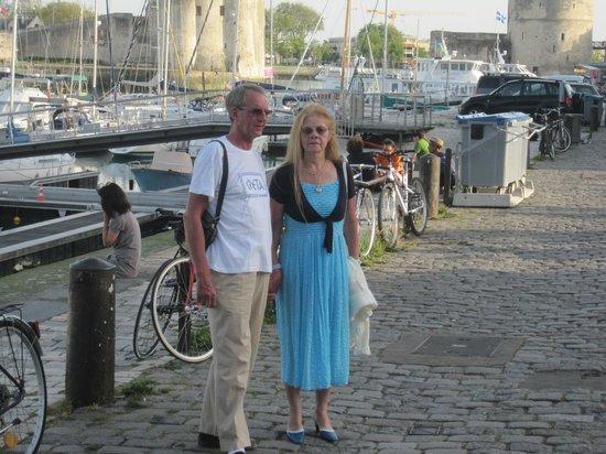 Avec mon epouse sur le vieux port, parfait.