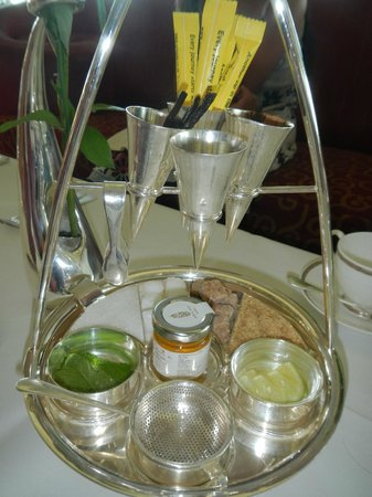 Burj Al Arab Jumeirah : high tea at Burj al Arab