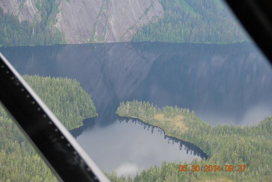 Misty Fjords Air & Outfitting, Inc.: Beautiful lake
