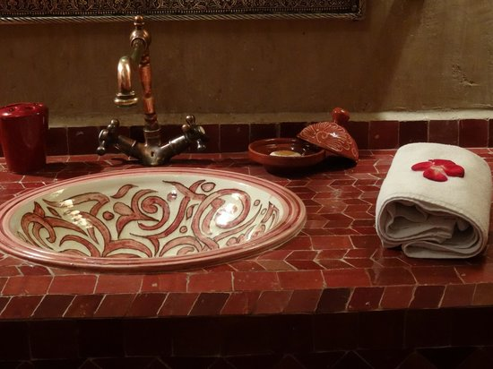 Riad La Porte Rouge : salles de bains