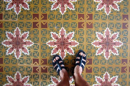 Masaya Hostel Santa Marta: beautiful tile floors at Masaya