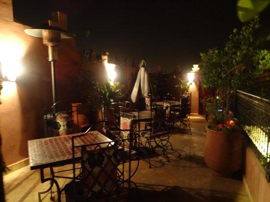 Riad La Porte Rouge : terrasse sur le toit