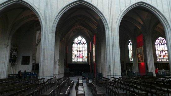 Catedral de Nuestra Señora (Onze Lieve Vrouwekathedraal): Витражи